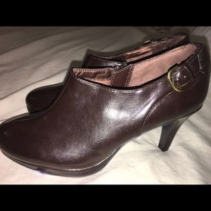 Life Stride booties NWOT size 6.5 M